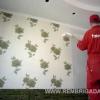 Клеим флизелиновые обои на потолок