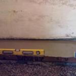 Как выровнять стены в частном доме?