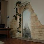 Узоры камнями на стене