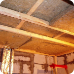 Потолок в кирпичном доме