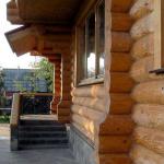 Дом из оцелендрованного бревна с гаражем