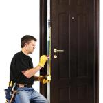 Как поменять замок в металлической двери?