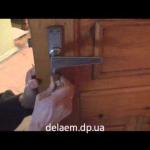 Сколько стоит поменять замок в двери?