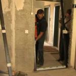 Как отделать входную дверь деревянная?