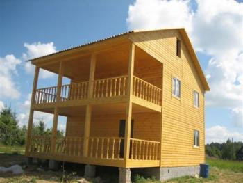 Ряда строительство домов из натурального дерева сейчас находится на пике