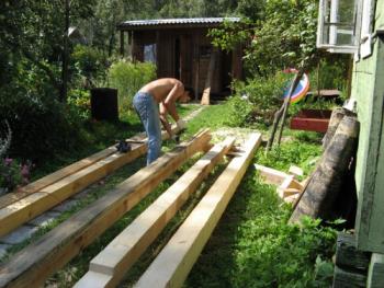 Как выровнять лаги в деревянном доме?