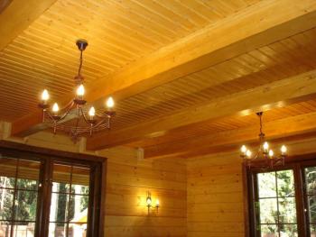 Как делать потолок в деревянном доме?